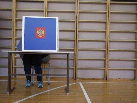 Избирательные участки открылись во второй день выборов в Петербурге