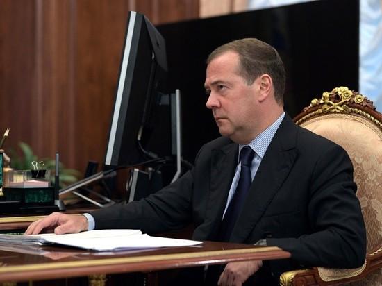 Медведев обвинил США в испорченных отношениях России и Европы