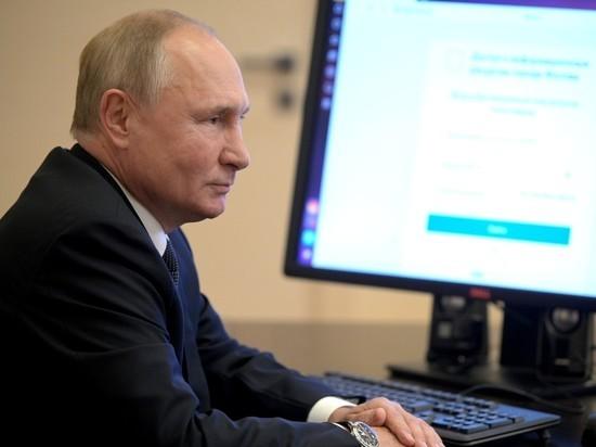 Пресс-секретарь Кремля Дмитрий Песков ответил на вопрос журналистов о том, как президент Владимир Путин смог проголосовать на выборах онлайн, не имея личного мобильного телефона.