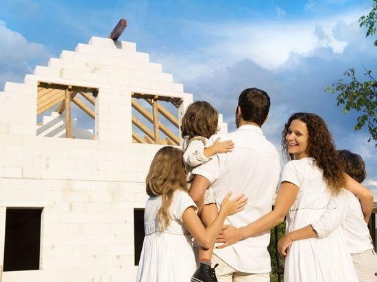 Материнский капитал позволит петербургским родителям построить жилой дом