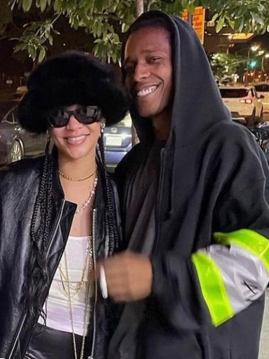 Американская певица Рианна и рэпер A$AP Rocky устроили ночное рандеву на фудкорте с морепродуктами в Гарлеме на севере Манхэттена, пишет PageSix