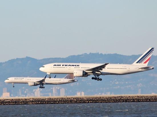 Летевший из Пекина в Париж самолет вернулся из-за возгорания