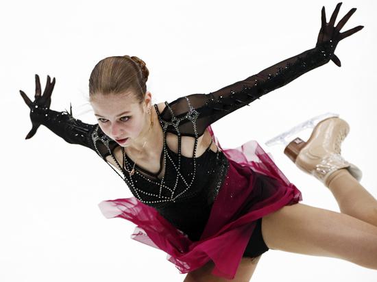 Александра Трусова выиграла короткую программу на турнире в США