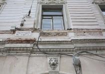В Петербурге продолжают осыпаться исторические здания, этой проблемой озаботились даже в Совете Федерации