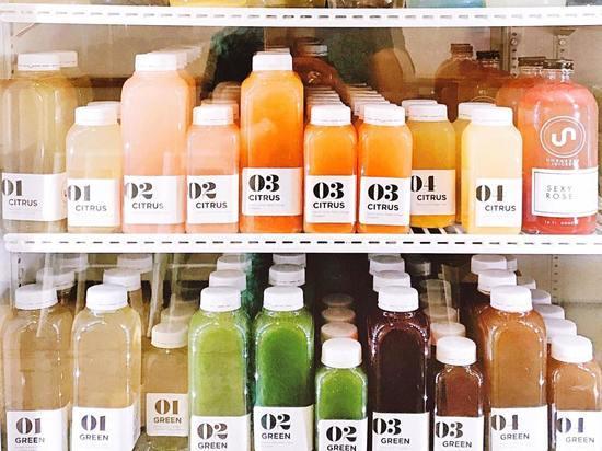 Врач раскрыл опасность фруктовых соков для здоровья