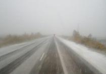 Первый снег: в непогоду попал автомобилист на трассе Ямала