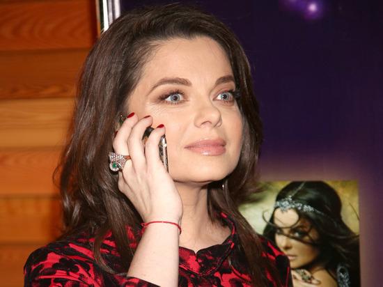 Певица Наташа Королева заявила телеведущей Лере Кудрявцевой в телепередаче «Секрет на миллион», что у нее есть внебрачная дочь, которая родилась у ее друга-гея в США