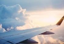 «Владыка Николай  успокоил»: пассажир крутящегося из-за урагана самолета рассказал о посадке в Салехарде