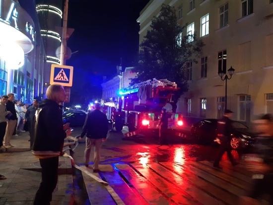 В центре Ростова полыхает административное здание