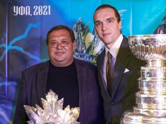 Хоккеист привез домой трофей