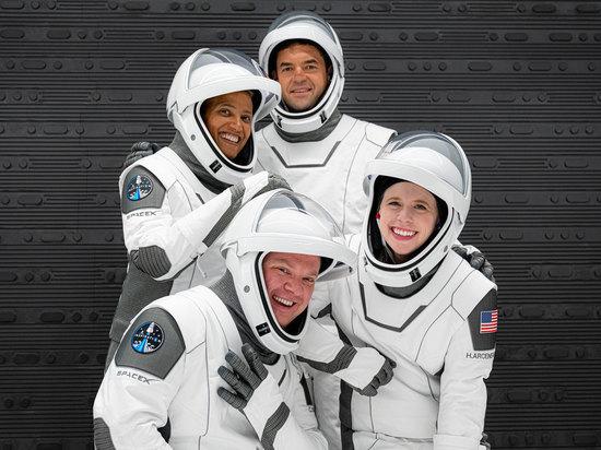 SpaceX рассказала о досуге экипажа Inspiration4