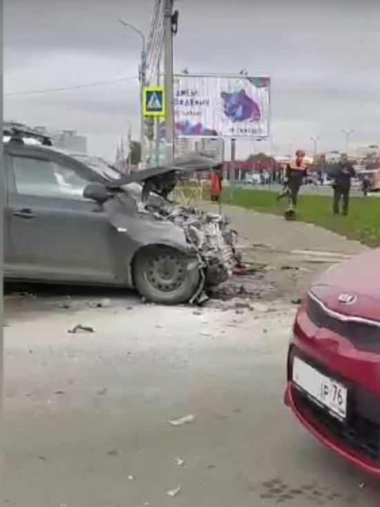В Ярославле у «Глобуса» столкнулись две иномарки, несколько пострадавших