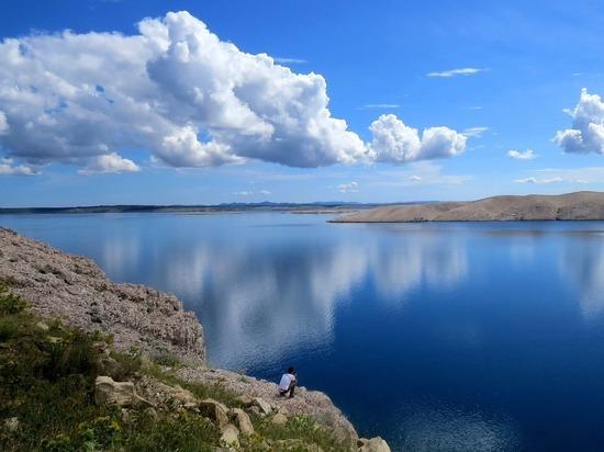На скале в Хорватии нашли странную женщину, говорящую на английском