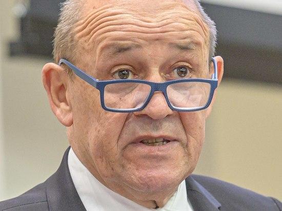Глава французского МИД Жан-Ив Ле Дриан  выступил в эфире телеканала France 2 с заявлением, в котором назвал неправдой сообщения о том, что США обсуждали с Францией созданиеальянса AUKUS и сделку по подлодкам до заявления властей Австралии о разрыве контракта