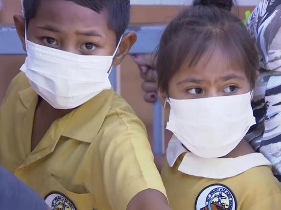 Утром в воскресенье стало известно, что во многих странах мира, в частности, в США, Великобритании, Швейцарии, Японии, врачи начали наблюдать массовое заражение детей и подростков малоизвестным респираторно-синцитиальным вирусом (RSV), вызывающим заболевание дыхательных путей