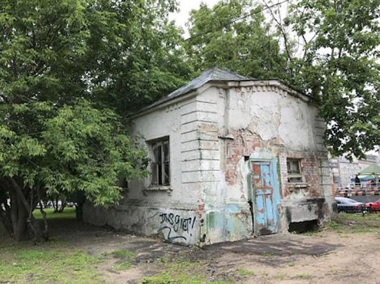 Каждый год в Москве реставрируются — за городской или частный счет — десятки исторических зданий