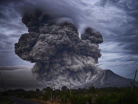 На Канарах эвакуируют до 10 тысяч человек из-за извержения вулкана