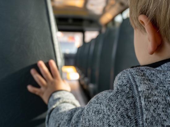 В Кузбассе трехлетнего мальчика зажало дверями автобуса