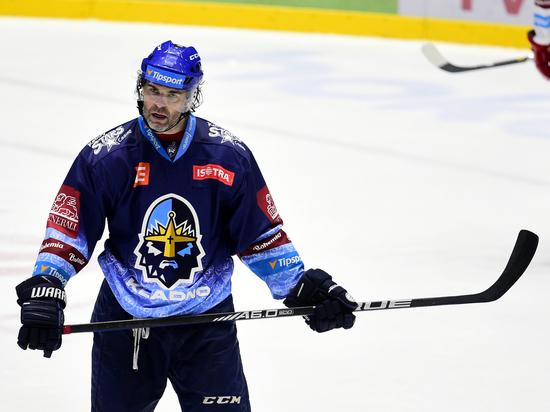 49-летний чешский хоккеист Ягр забросил две шайбы кряду