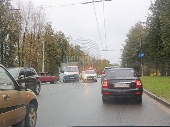 В Калуге массовое ДТП на Московской блокировало движение