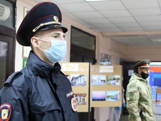 В течение трех дней, пока на Брянщине и по всей стране шло голосование на выборах в Госдуму, на избирательных участках региона следили за порядком более 3 тысяч сотрудников полиции
