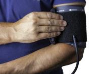 От высокого артериального давления страдают миллионы людей в мире, однако предотвратить опасное заболевание, которое приводит к инсультам и инфарктам, можно