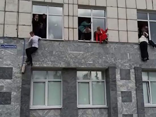 Утром в понедельник, 20 сентября, 18-летний Тимур Бекмансуров устроил вооруженное нападение на Пермский государственный национальный исследовательский университет (ПГНИУ), в результате погибли восемь человек, еще три десятка пострадали