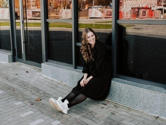 Друзья 20-летней красавицы Александры Моховой, одной из погибших при стрельбе в пермском университете студенток,  не могут поверить, что ее больше нет