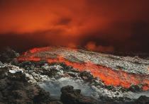 На испанском острове Пальма в Атлантическом океане произошло извержение вулкана на гряде Кумбре-Вьеха