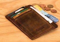 Великолучанин украл у друга телефон и снял деньги с банковской карты