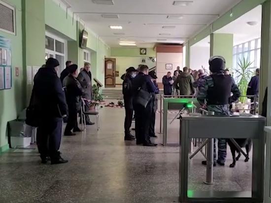 Жуткие кадры расстрела 18-летним Тимуром Бекмансуровым студентов в Пермском государственном национальном исследовательском университете вызвали волну обсуждений в сети