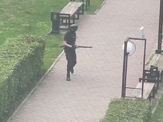 Бекмансуров перед нападением на вуз стрелял в лобовое стекло машины: видео