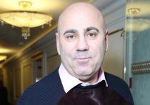 Музыкальный продюсер Иосиф Пригожин в интервью «Пятому каналу» рассказал о том, что перенес серьезную операцию на глазах