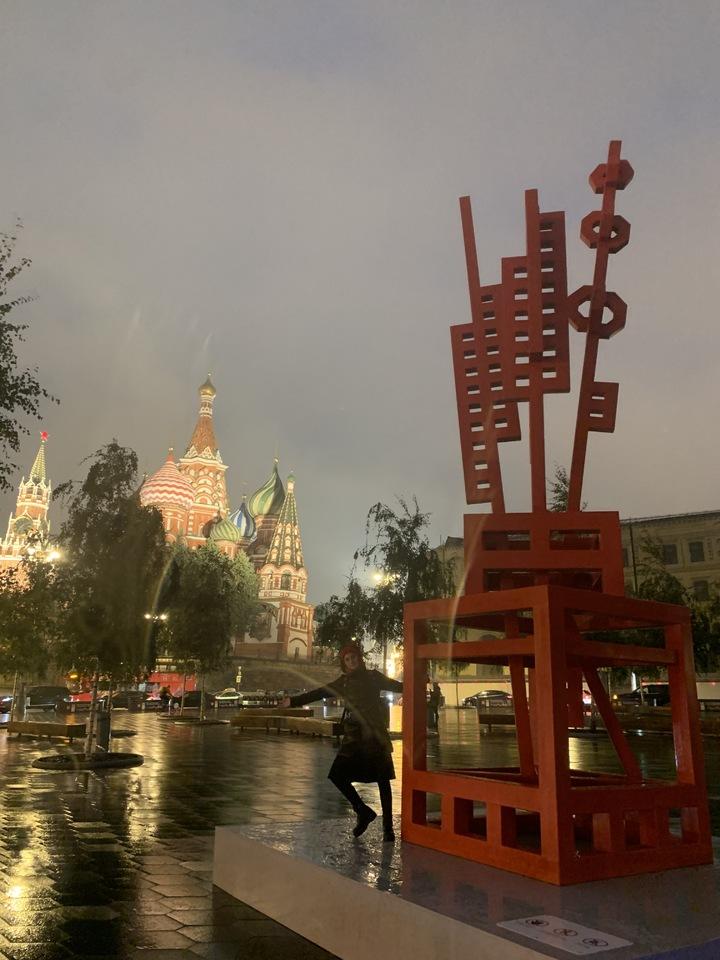 Над Москвой появился летающий город