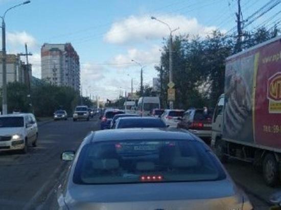 Движение затруднено в центре Читы из-за аварии с тремя автомобилями