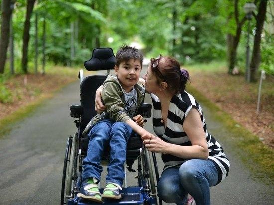 Родителей детей-инвалидов заставят платить за няню