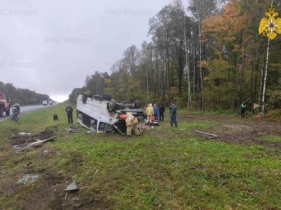 В Калужской области микроавтобус с пассажирами попал в ДТП