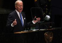 """Джо Байдену и другим мировым лидерам раздают """"презервативы на микрофоны"""" в ООН, чтобы Генеральная ассамблея не превратилась в суперраспространителя коронавируса"""