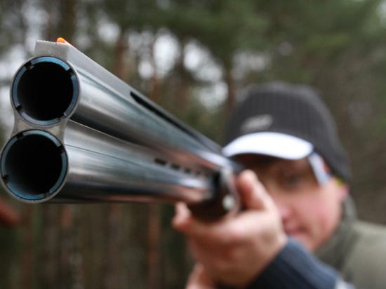 Мужчина с ружьем замечен в школе в Свердловской области