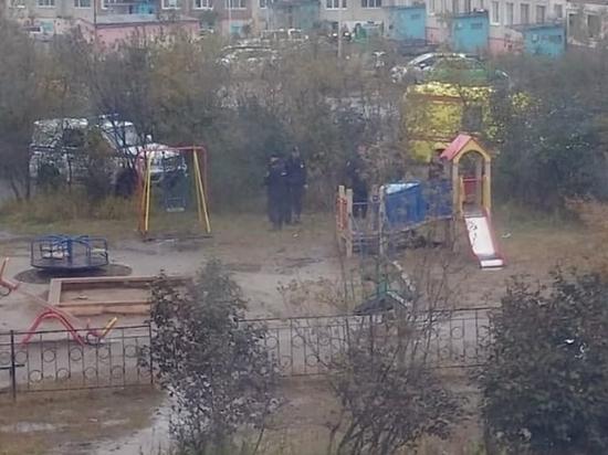 Следователи выясняют причины смерти мужчины на детской площадке в Магадане