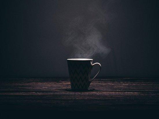 Если у граждан есть гастрит и прочие проблемы с желудочно-кишечным трактом, то им лучше воздержаться от употребления кофе и крепкого черного чая, заявила «Москве-24» врач-диетолог Марина Степанян