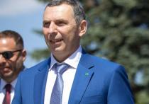 Президент Украины Владимир Зеленский связал покушение на своего советника Сергея Шефира с теми, кто хочет помешать декриминализации украинской экономики и сокращению олигархического влияния на нее