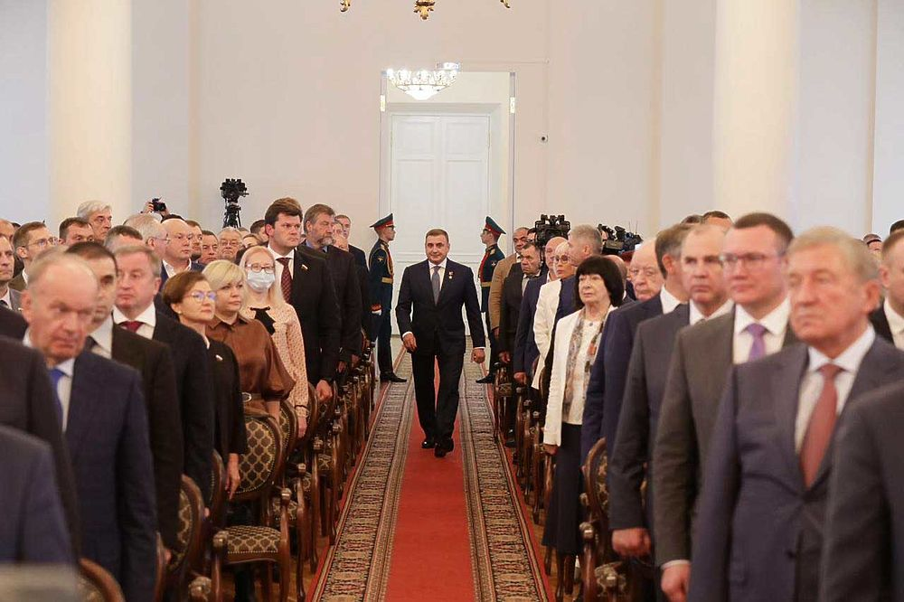 Торжественно, под звуки гимна РФ Алексей Дюмин официально вступил в должность губернатора Тульской области