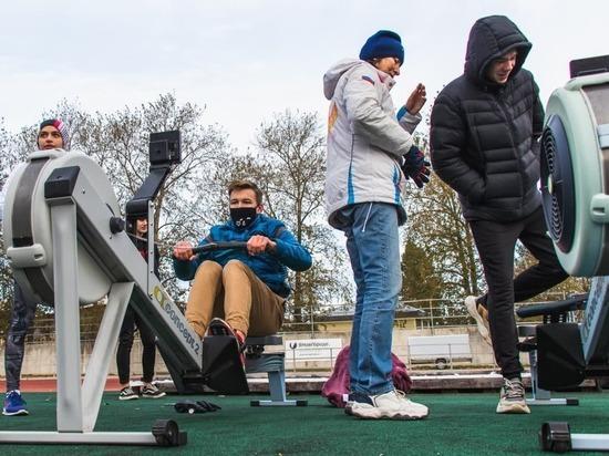 Первокурсники ринулись в спортклуб НовГУ после экскурсии на стадион «Волна»