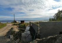 Человек, воздвигший на берегу Логмогзера самовольную постройку, не смотря на запрет любых работ, продолжает ее «совершенствовать»