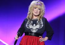 Недавно певица Лолита Милявская в одном из интервью заявила, что размер ее пенсии составляет 23 тысячи рублей