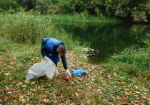 Школьники и педагоги Инжавинского района освободили берег реки от мусора