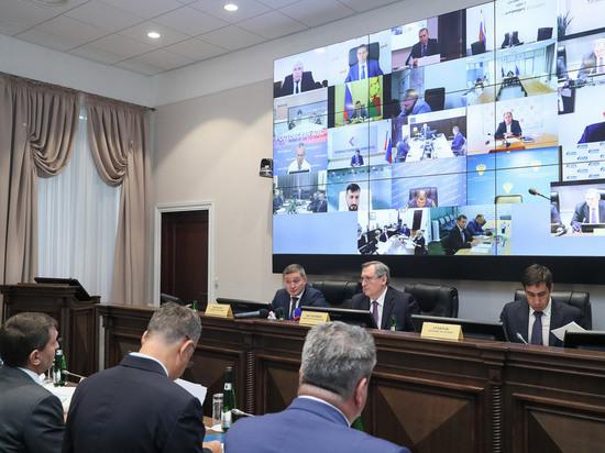 Заседанию предшествовала рабочая встреча министра энергетики РФ с волгоградским губернатором