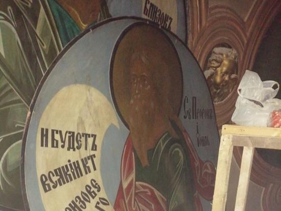 Реставраторы приступили к расчистке живописи в Павловском соборе Гатчины