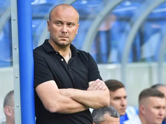 «Бей, Хохлов, спасай Россию!» - такие заголовки были актуальны, когда футболист Дмитрий Хохлов играл в составе нашей сборной